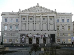 800px-Teatrul_de_Stat_Ioan_Slavici_Arad_zps6098bff2